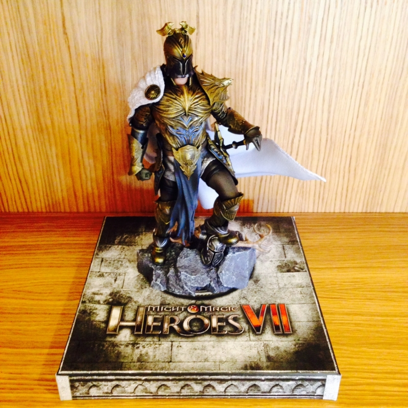heroes-7-collectors-edition-ivan-figurine-helmet